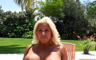 Latina babe Desiree Lopez bangs Peter Green by the pool