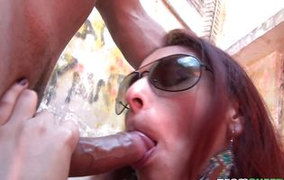Squatter whore Evelyn Contreras wears shades while sucking stiff prick