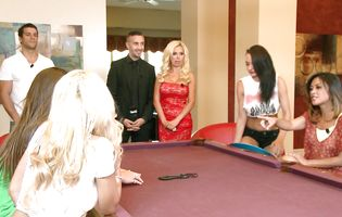 Alektra Blue and her kinky friends have a swinger party