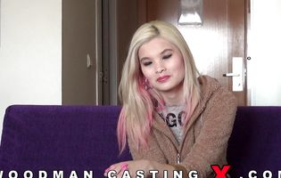 Good looking slut shows her stuff to a casting agent