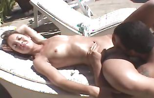 Flat chested babe Mellissa receives an invigorating muff diving outdoors